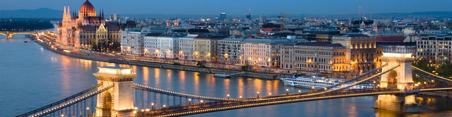 Budapest Parlament sé Lánchíd látkép slider